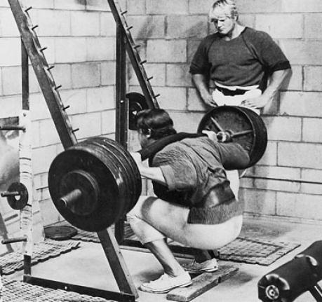 Arnold squatting